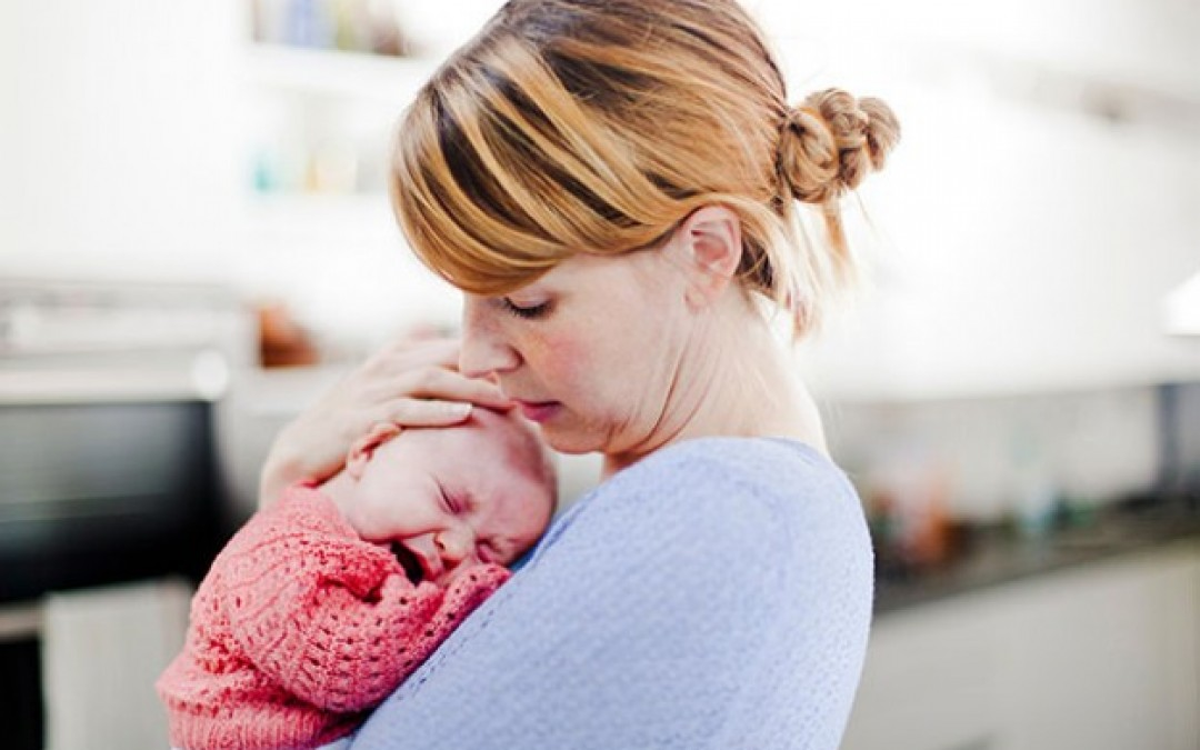 Почему плачет младенец и что с этим делать? Самые действенные методы.